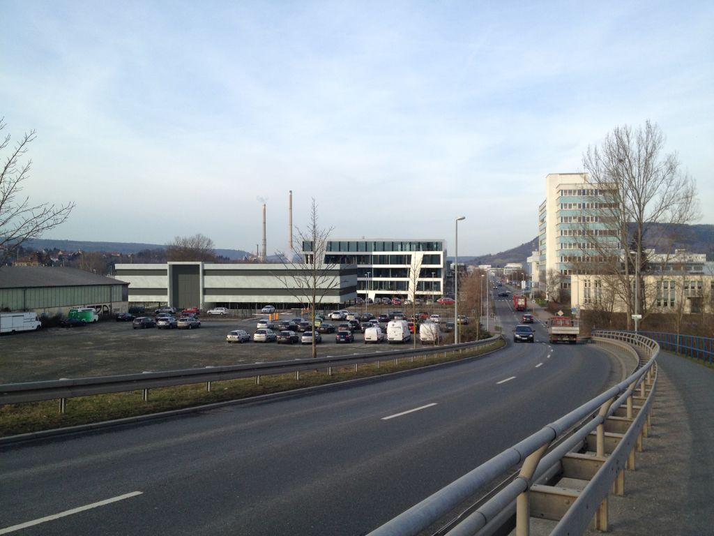 Neubau Produktionsgebäude Bau 4, Vorentwurf mit Geländeeinbindung